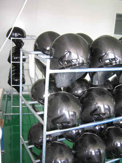 bandit helmets so werden unsere helme hergestellt. Black Bedroom Furniture Sets. Home Design Ideas